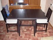 Продаётся стол обеденный раскладной и два мягких стула